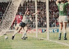 NORTHWICH VICTORIA 1  TELFORD  UNITED  2 [WEMBLEY] 1983 FA TROPHY FINAL (bullfield) Tags: wembley telfordunited davemather fatrophy fatrophyfinal1983