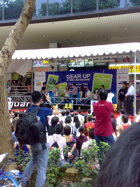 Michelle Chong and DAI YANG TIAN at Simlim Square