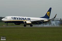EI-DWV - 33627 - Ryanair - Boeing 737-8AS - Luton - 100428 - Steven Gray - IMG_0522