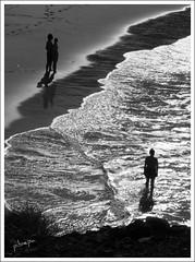 Playa Papagayo (pibepa) Tags: espaa paisajes costa fotosencadenadas contraluz geotagged mar mujer spain agua espanha europa pareja eu lanzarote paisaje canarias lovers panasonic reflejo silueta 20 gsa reflexions reflexion espagne olas siluetas playas ola spanien spagna encanto papagayo 2010 magicalmoments espuma brillo premiada superstars costas desdearriba embrujo lacadena silhouettesshadows abigfave specialpicture flickraward mirandoalmar lugaresdeespaa lumixtz5 dmctz5 lovelylovelyphoto lovely~lovelyphoto pibepa lumix2010 2010lumix flickrawardgallery ruby10 ruby15 finalgamethelook gsasuperstars ruby20 rubyfrontpage