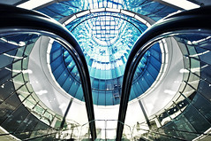 (deNNis-grafiX.com) Tags: berlin glass architecture modern reflections mall escalator symmetry dome architektur handrails rolltreppe symmetrie lightspots
