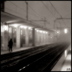 Das Warten (Shima Hitotsu) Tags: winter station waiting noiretblanc railway friuli blackwhitephotos carlobenevento