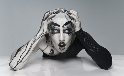[フリー画像] 人物, 女性, 化粧・メイク, ファッション, 201109060500
