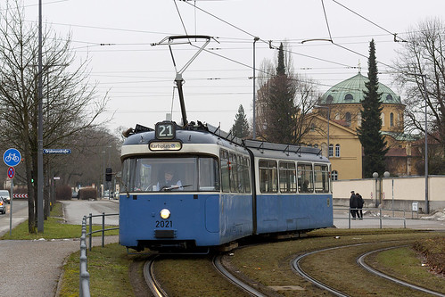 Um den Beiwagen beraubt erbringt der P-Wagen auf der Linie 21 seinen Dienst.