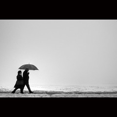 (Hans van Reenen) Tags: winter people bw snow umbrella walking couple fav50 nederland thenetherlands cine groesbeek fav100 gx200 silkypixpro 20110106