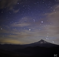 Hood Mountain from Larch Mountain (Ben Canales) Tags: mountain night oregon dark stars star evening twilight ben mount cascades mthood orion hood swirls larch starry mounthood constellation larchmountain canales bencanales