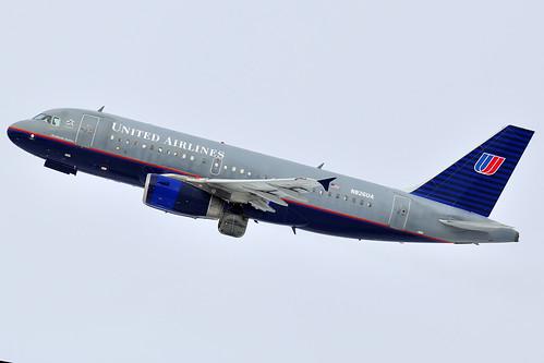 United Airlines Airbus A319-131 (N826UA)