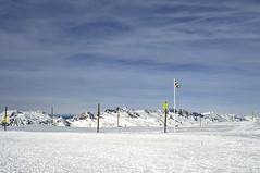La montagne en lignes et en couleurs #07 (Adren) Tags: mountain snow montagne alpes couleurs nb neige mont lignes alpedhuez picblanc graphisme formes rousses vaujany ozenoisans