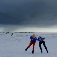 Ard en Keessie anno 2010 (Bn) Tags: winter snow cold holland ice dutch sunshine hail topf50 ben iceskating horizon sneeuw skating thenetherlands skaters freeze enjoy wintertime viking pleasure skates marken darkclouds badweather volendam speedskaters waterland ijs schaatsen noren genieten monnickendam schaats ijspret elfstedentocht hailing polders markermeer 50faves klapschaats natuurijs ardschenk gouwzee elevencitiestour seaofice hagelbui nearamsterdam keesverkerk saariysqualitypictures koekenzopie ijzers schaatstocht dutchonice bevrorenmeer skatingonnaturalice dutchskaters schaatseninwaterland skateoutdoor schaatsgekte ijstochten lakefreezeover gouwsea dichtbevroren frigidconditions skatingtours klapschaatsen ijsoppervlakte schaatsrijders wijwillenijsvrij speedteams langebaanrijders ardenkeessie