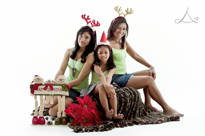 Pretty reindeers! Santad be really happy to have them. :P