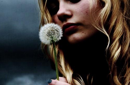 フリー写真素材, 人物, 女性, タンポポ, 種子,