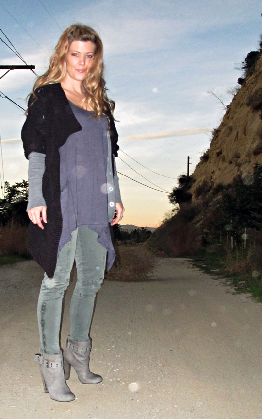 skiny cargo pants+los angeles hills+sunset in december+tumbleweed+gray boots
