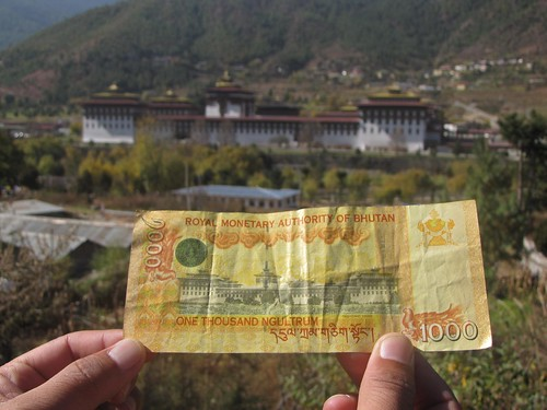 1000 Ngultrum note and Tashichhoe Dzong