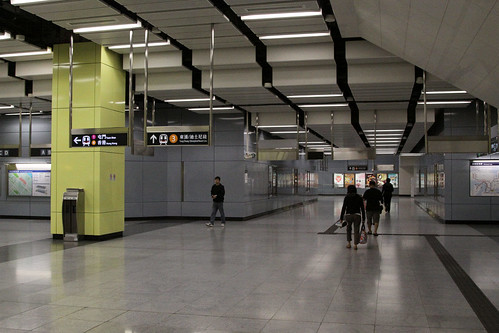 West Rail concourse at Nam Cheong station