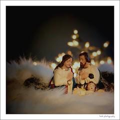 on Christmas eve (Zino2009 (bob van den berg)) Tags: family light licht soft sweet familie beelden bethlehem tender cosy picnik deventer kerst geboorte gezin stal kerststal warmte xmasstory schapenvacht kerstverhaal zino2009 bobvandenbergphotography privbezitvanmijnschoonouders evengeleend gezelligefeestdagen vannvandeherders dielagentenslotteinhetveld enjoyyourxmas