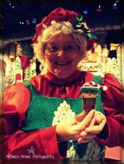 Danbo Meets Mrs. Clause (Sock Hop Adoption Shop) Tags: santa christmas holiday asian toy actionfigure japanese robot box northpole posable danbo mrsclause boxrobot danboard revoltechdanbo