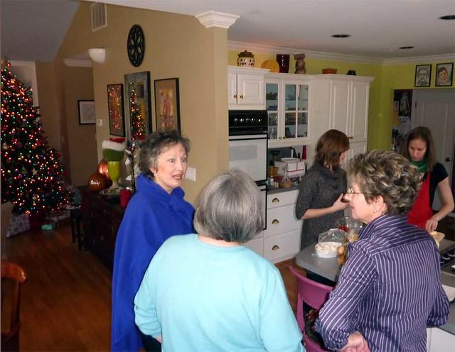P1050864-2010-12-24-Christmas-Apple-Pie-Syd-JK-RK-LK-KK