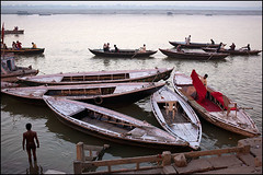 Morning on Ganges - Varanasi (Maciej Dakowicz) Tags: city morning india person boat asia varanasi boattrip kashi ganga boatride ganges benares ghat