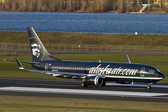 N548AS (sabian404) Tags: alaska plane river portland airplane airport paint aviation columbia special international pdx boeing asa reverse airlines 688 737 livery b737 737800 738 kpdx b738 alaskaaircom as n548as 737890 as688 asa688