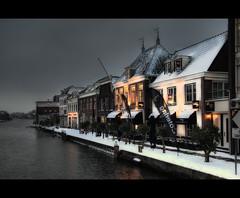 Alphen aan den Rijn (Focusje (tammostrijker.photodeck.com)) Tags: holland netherlands dutch river restaurant waterfront kade quay hdr rijnkade alphenaandenrijn singlefile ouderijn