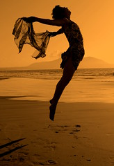 DANZA EN EL AIRE.....AMAYA (nelrojar / Nelson Rojas A.) Tags: chile sunset summer orange woman color beach photography mar photo dance jump mujer nikon friend danza amiga dancer verano salto turban handkerchief baile amaya bailarina pauelo turbante cea 2011 nikond60 playamorrilloscoquimbo