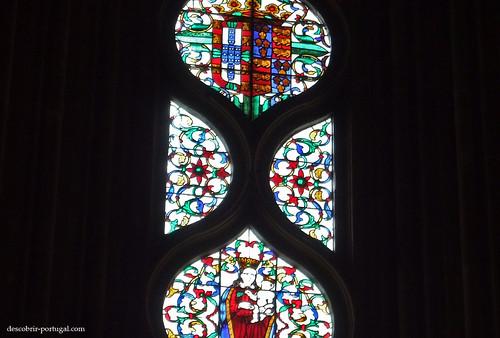 Vitral com os simbolos de Portugal