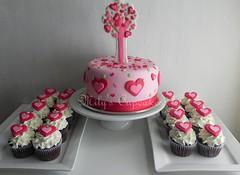 Hearts cupcakes (Mily'sCupcakes) Tags: pink tree hearts cupcakes disney pincess milys