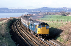 27056 Wormit (paul45111) Tags: dundee taybridge sulzer wormit class27 27056 mcrat