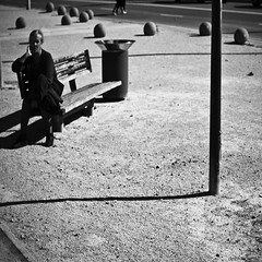 Don't touch my balls (dp Chaigneau fotos) Tags: shadow blackandwhite woman blancoynegro bench lens prime mujer focus noiretblanc pentax bokeh touch banco balls sombra bolas desenfoque manual smc banc torrent dona pausa boles pilotes humanrace smcpk50mmf14 pentaxk7 dpchaigneau dpchaigneaufotosblogspotcom noorderlicht2011