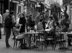 En terrasse (Frd.C) Tags: bourgogne beaune wine people vie life black white canon lens vin bar terrasse