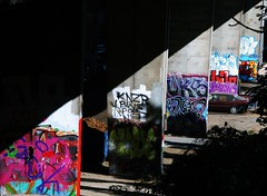 Sous les ponts de Varsovie... (dominiquita52) Tags: graffiti bridge pont warsaw varsovie building streetart