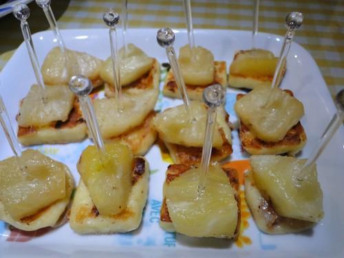 Queijo coalho e abacaxi grelhados