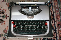 British Oliver Courier Type 5 Typewriter