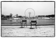 ... (oscarinn) Tags: blackandwhite snow paris france blancoynegro december loneliness chairs days francia tulerias