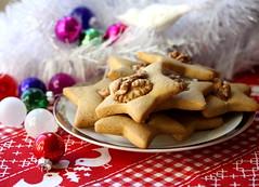 Hungarian honey cookies - mézeskalács (zsbekefi) Tags: christmas xmas red white green cookies star hungary decoration walnuts magenta honey dió hungarian karácsony sütemény csillag mézeskalács
