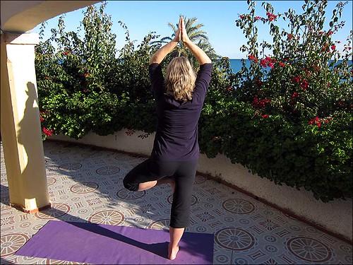 Yoga auf der noch freien Terrasse unter uns