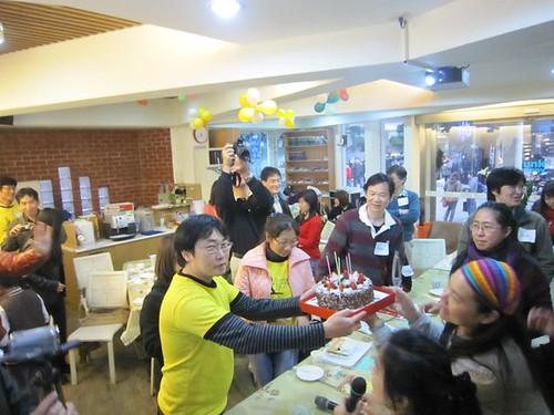 蛋糕先拍好再吃^^_攝影者Ginjon Chang