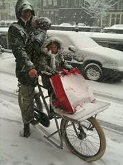 eddy-fr8-kids-snow (@WorkCycles) Tags: baby snow dutch amsterdam kids kinderen eddy blizzard fr8 massiverack transportfiets workcycles