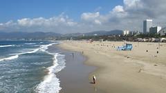 Santa Monica Beach & Mountains (escailler arthur) Tags: sky usa sun beach america canon la soleil us photo losangeles day cloudy santamonica unitedstatesofamerica sable ciel lax plage amérique étatsunis vancayzeele