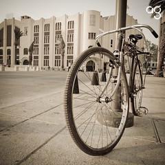 (Stromboly) Tags: bike wheel vintage mexico design floor low bicicleta bici oldie transporte panadero rayos piso lowsaturation fronton rodar hule encadenar parkposte