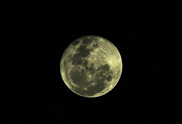 Kala Malam Bulan Mengambang.