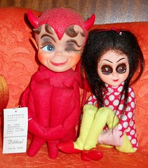Dikkens & Elvira (teekeek) Tags: julie happybirthday blythe elvira kamar bigeyed littlebigeyes dikkens basaak monsterhigh draculaura