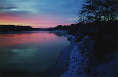 (elias.and.theresa.carlson) Tags: sunset 120 film analog mediumformat idaho pendoreilleriver fujipro160s mamiya6451000s mamiya80mm28