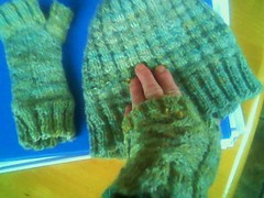 spring hedge hat and gloves 2