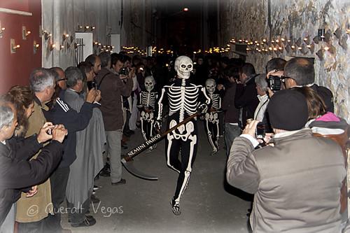 La dansa de la Mort al carrer dels cargols by Queralt Vegas