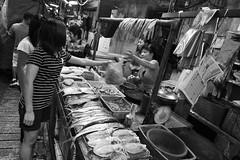 2010_ac_grain011 (Wellsman2010) Tags: bw fish blanco canon eos blackwhite asia market negro grain wideangle malaysia kualalumpur fishmarket 1022mm 10mm 50d