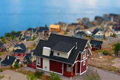 houses tiltshift (Northwest dad) Tags: houses nikon bc fake kelowna d300 tiltshift