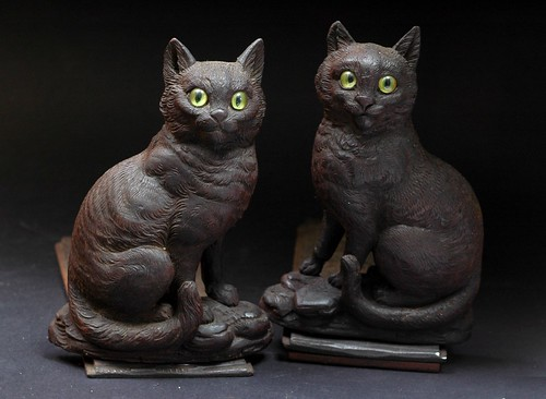 Black And Brown Cats. A Pair of Black Forest Brown Cats Bookends. An old primitive hand carved book rack.