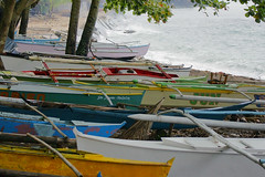 Rough sea, no fishing (Curufinwe - David B.) Tags: sea mer beach boat village sony philippines plage visayas 70300 leyte 70300g southernleyte teampilipinas macrohon sonyalpha700 baroto sony70300gssm