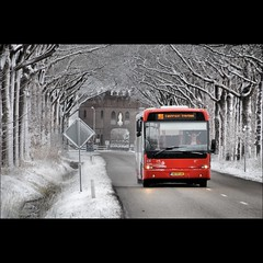 Destination central station (Frank van de Loo) Tags: schnee winter red snow holland bus rot netherlands rouge vinter rojo hiver nieve sneeuw nederland thenetherlands vermelho monastery neve invierno neige inverno rood rosso tilburg paysbas sn monasterio 141 klooster kloster monastre monastero niederlande noordbrabant mosteiro rd hollande clotre dieniederlande hollanda veolia trappisten klostergebude
